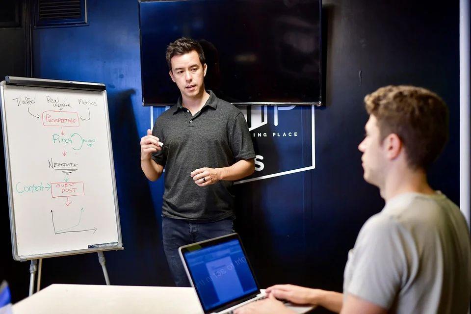Existem diferentes tipos de influenciadores digitais, e um deles pode ser o ideal para o seu negócio.